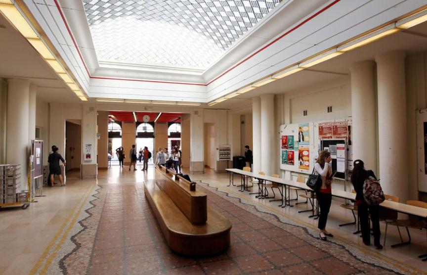 Image représentant La péniche de Sciences Po Paris